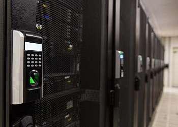 Controle de acesso biométrico para portas